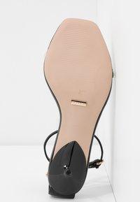Topshop Wide Fit - WIDE FIT RUSH CHAIN MINI - T-bar sandals - black - 6
