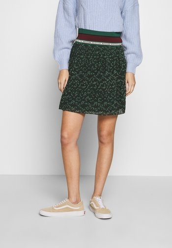 PLEATED SKIRT WITH RIBBED WAISTBAND
