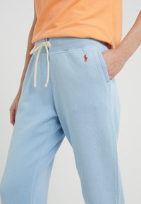 Polo Ralph Lauren - SEASONAL - Pantalones deportivos - powder blue - 4