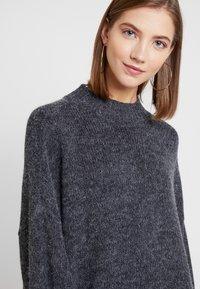 Monki - MALVA DRESS - Pletené šaty - grey dark unique - 6