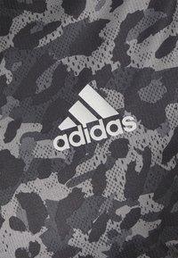 adidas Performance - TEE MEN - Camiseta estampada - grey four - 6