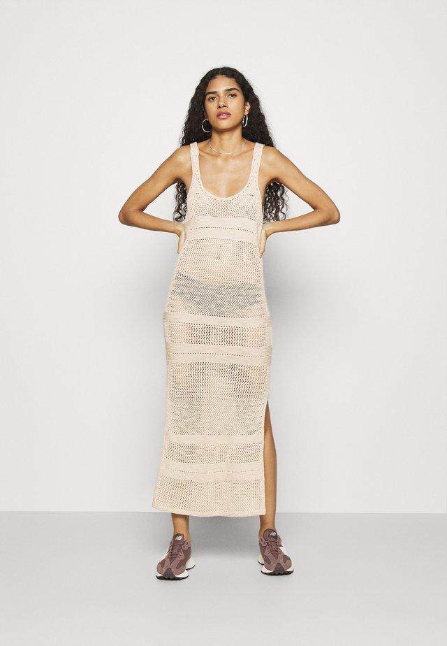 BARE - Gebreide jurk - cement