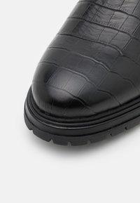 LAST STUDIO - CORMAC CROCO - Classic ankle boots - black - 5