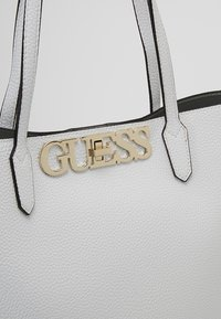 Guess - UPTOWN - Shopping bag - white - 7