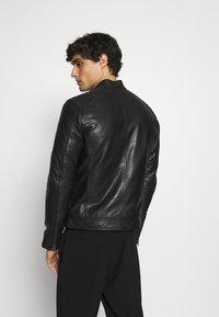 Serge Pariente - RANDALL WITH HOOD - Leather jacket - black - 4