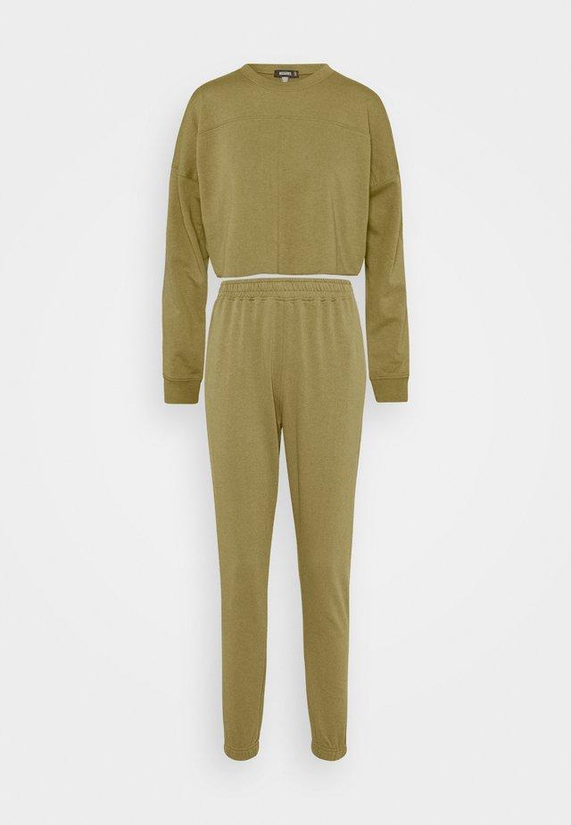CROPPED RAW HEM SLIM JOGGER - Sweater - khaki