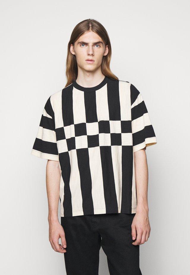 HACIENDA TEE - Print T-shirt - black/ecru