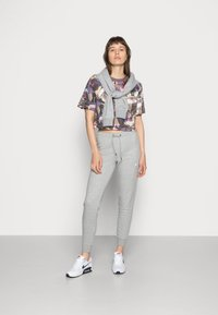 Nike Sportswear - TIGHT - Joggebukse - dark grey heather/white - 1
