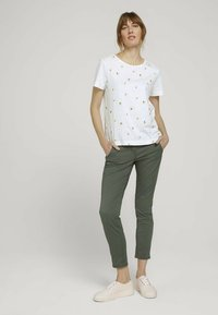 TOM TAILOR - Chinos - grape leaf green - 1