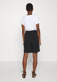 Calvin Klein - TRAVEL CREPE  - Shorts - black - 2