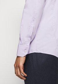 HUGO - ELISHA - Formální košile - light pastel purple - 5