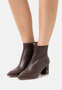 Kurt Geiger London - BURLINGTON BOOT - Classic ankle boots - brown - 0
