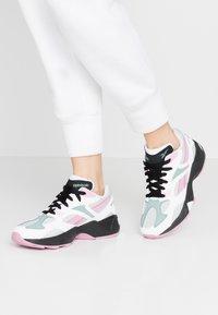 Reebok Classic - AZTREK 96 - Sneaker low - white/jasmine pink/green slate - 0