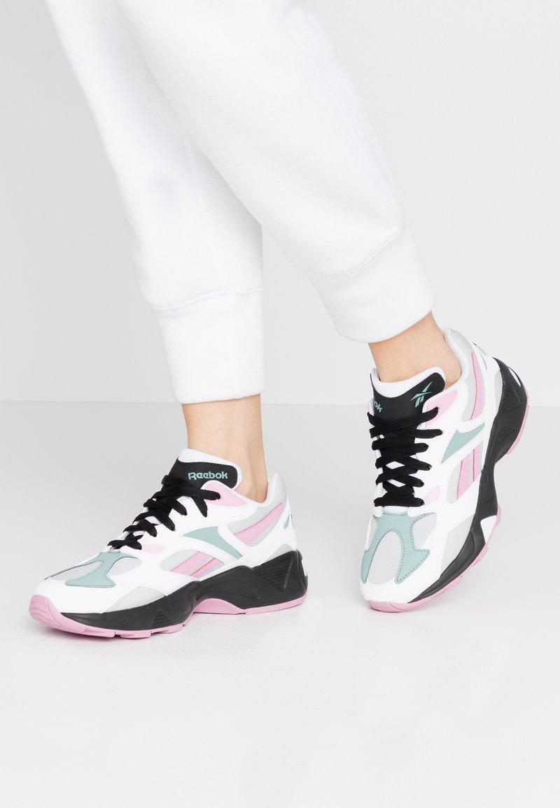 Reebok Classic - AZTREK 96 - Sneaker low - white/jasmine pink/green slate