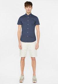 WE Fashion - HERREN-SLIM-FIT-HEMD MIT MUSTER - Shirt - dark blue - 1