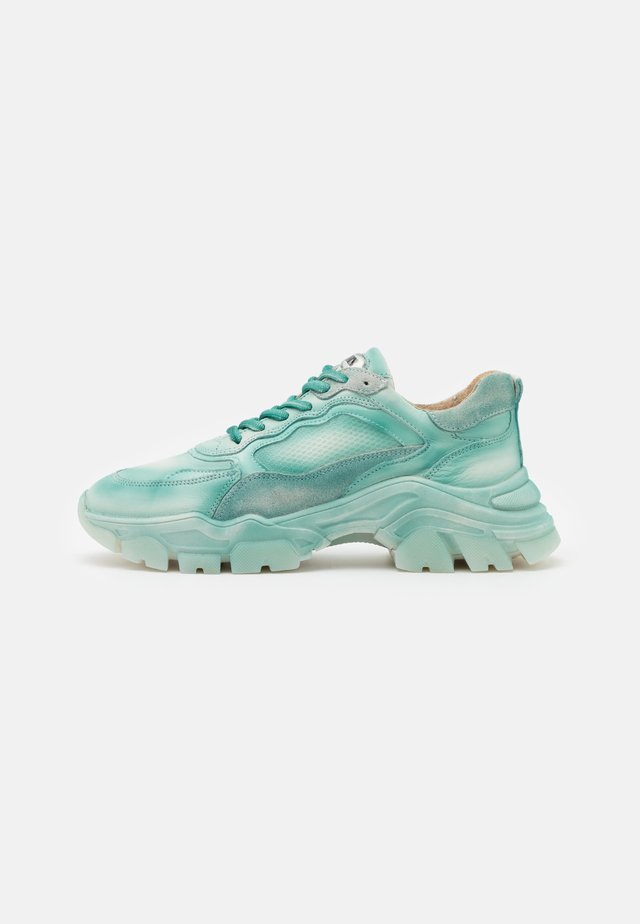 TAYKE OVER - Sneakers laag - teal