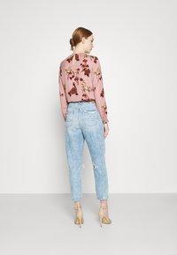 American Eagle - MOM - Slim fit jeans - rustic blue - 2