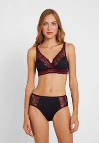 Triumph - AMOURETTE CHARM XMAS - Brassière - red dark combination - 1