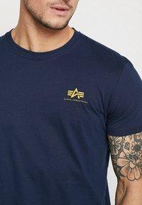 Alpha Industries - Print T-shirt - new navy - 4