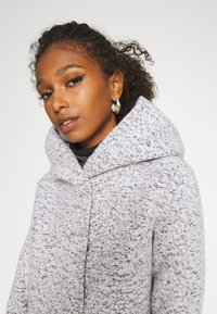 ONLY - ONLNEWSEDONA COAT - Abrigo corto - cloud dancer melange - 5