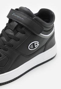 Champion - MID CUT SHOE REBOUND VINTAGE - Zapatillas de baloncesto - new black - 5