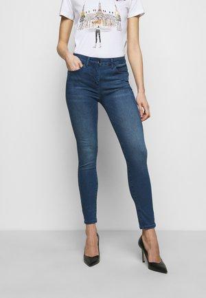 PANTALONI - Jeansy Skinny Fit - washed mid blue