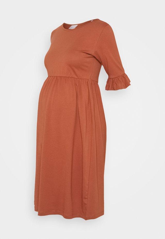 MLHAZEL DRESS - Žerzejové šaty - copper brown