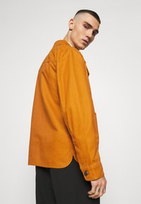 Tommy Jeans - CARGO JACKET - Summer jacket - spiced toddy - 4