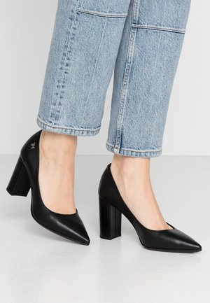 FEMININE LEATHER HIGH HEEL PUMP - Escarpins - black