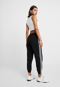 adidas Originals - LOCK UP ADICOLOR NYLON TRACK PANTS - Jogginghose - black - 2