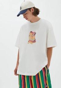 PULL&BEAR - Print T-shirt - off white - 0