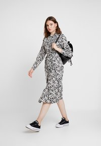 ONLY - ONLOPHELIA DRESS - Skjortekjole - white/black - 2