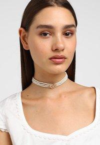 Alpenflüstern - Halskette - cremeweiß - 1