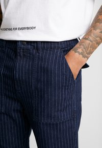 Diamond Supply Co. - WOODLAND STRIPED PANT - Trousers - dark denim - 3