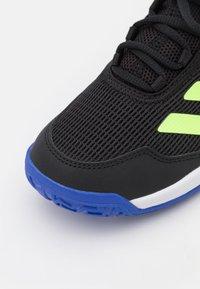 adidas Performance - UBERSONIC 4 UNISEX - Buty tenisowe uniwersalne - core black/signal green/sonic ink - 5