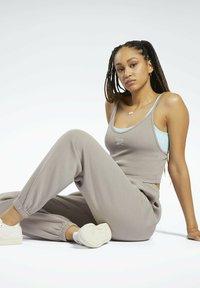 Reebok Classic - CLASSICS COZY - Pantalon de survêtement - grey - 5