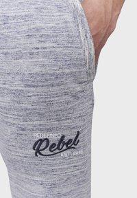 Redefined Rebel - PATRICK - Tracksuit bottoms - light grey melange - 3