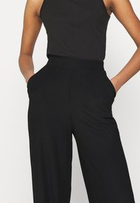 Nly by Nelly - WIDE POCKET PANTS - Broek - black - 4