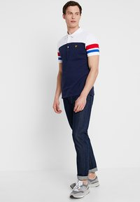 Lyle & Scott - CONTRAST BAND - Poloshirts - navy - 1