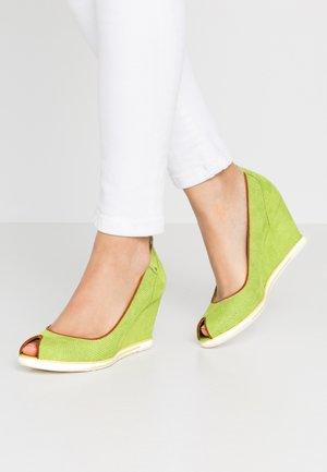 Peep toes - apple