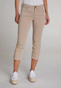 Oui - MIT BREITEM SPORTLICHEM BUND - Trousers - beige - 0