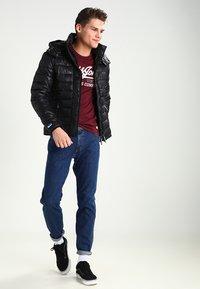 Wrangler - REGULAR FIT - Jeans Straight Leg - darkstone - 1