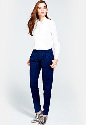 SLOUCH N GLAM - Spodnie materiałowe - navy