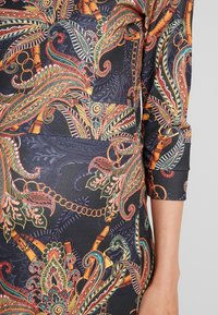 LOVE2WAIT - DRESS PAISLEY - Jerseyjurk - dessin - 5