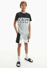 Calvin Klein Jeans - Print T-shirt - ck black - 4