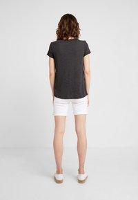 TOM TAILOR DENIM - PRINTED STRIPE TEE - T-shirt med print - dark grey/rose - 2
