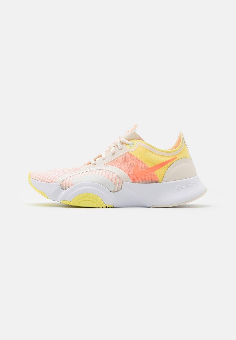 Nike Performance - SUPERREP GO - Zapatillas de entrenamiento - pale ivory/bright mango/light zitron
