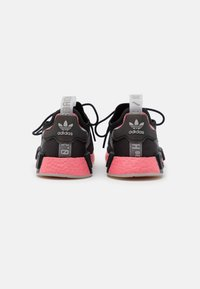 adidas Originals - NMD_R1 SPEEDLINES BOOST SHOES - Joggesko - core black/haze rose/grey two - 3