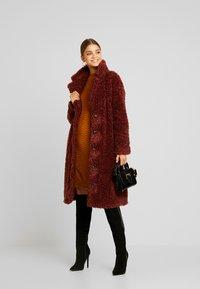 Vero Moda - VMSOPHIA  - Zimní kabát - madder brown - 1