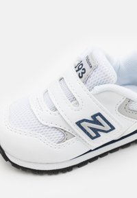New Balance - IV393CWN UNISEX - Sneakers laag - white/navy - 5